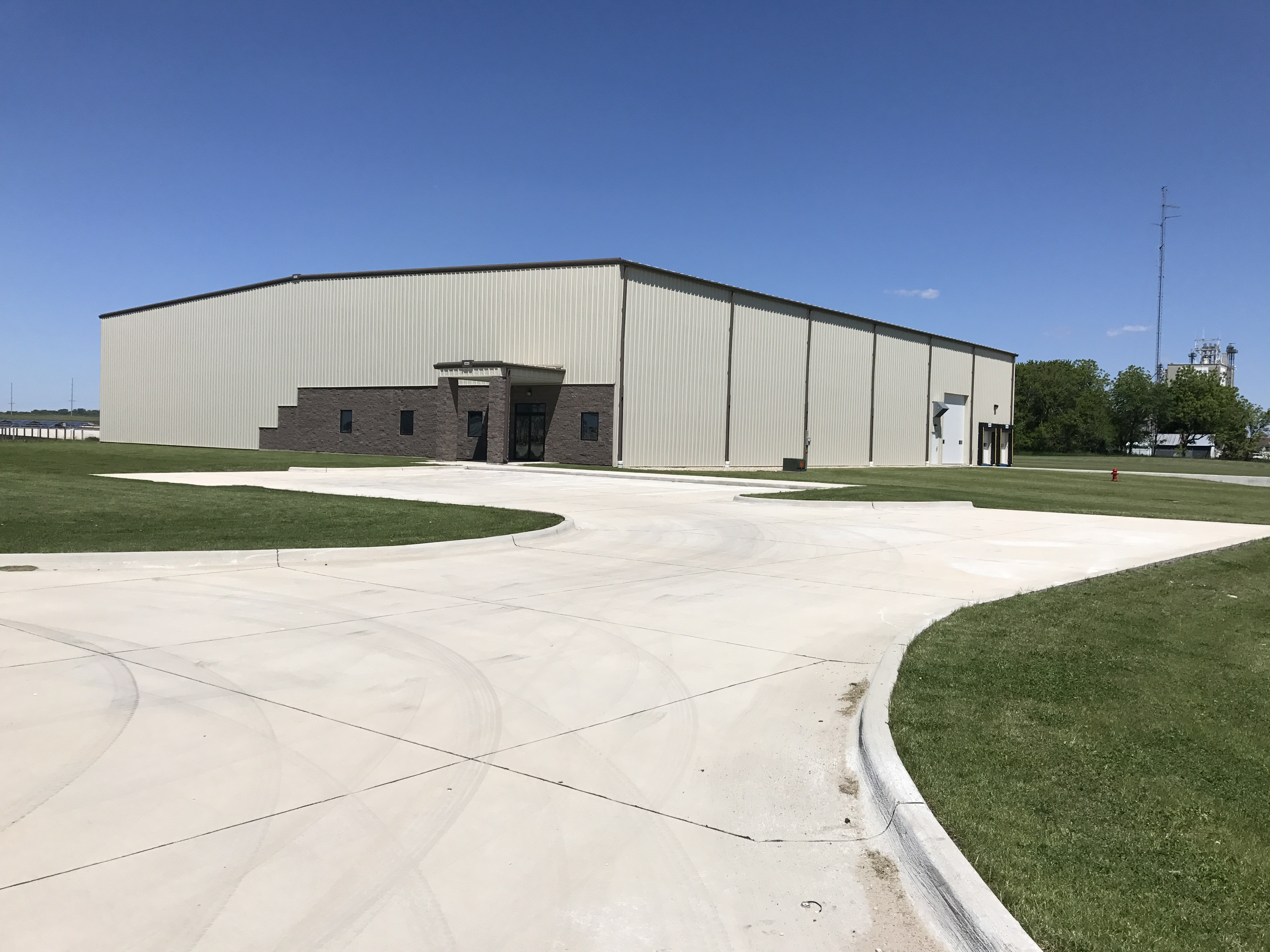 Spec Building Drive in Iowa Falls